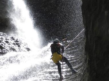 biescas-aventura-barranquismo-pirineo.jpg