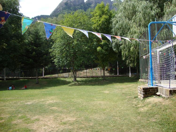 zonas verdes parque infantil