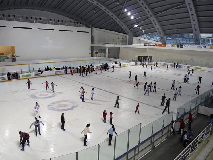 patinar sobre hielo jaca pista de hielo jaca