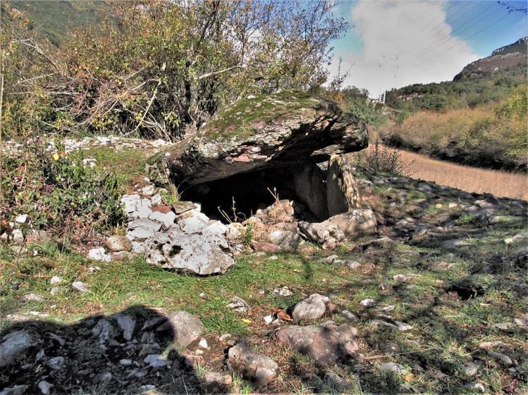 Dolmen de Las Guixas monumentos megaliticos en espana