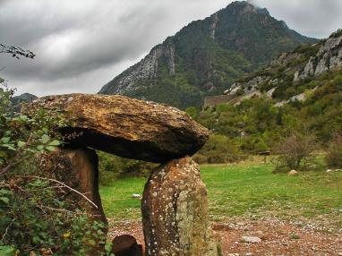 otros-dolmen-de-santa-elena-monumentos-megaliticos-en-espana.jpg